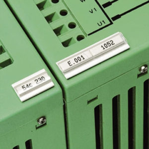 Cartellini-plastica-con-scanalatura-per-siglare-componenti